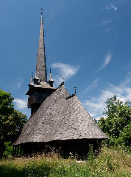 Дървена църква