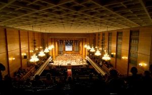 Гледка от последният ред на 2 балкон на зала България (Ние обичаме културата… и бахура)