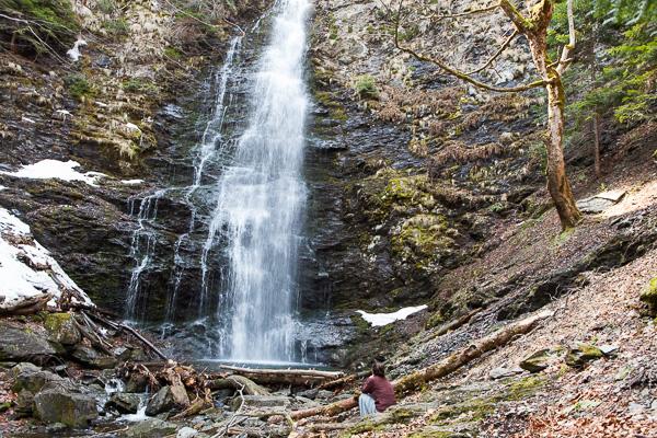 Скътан водопад